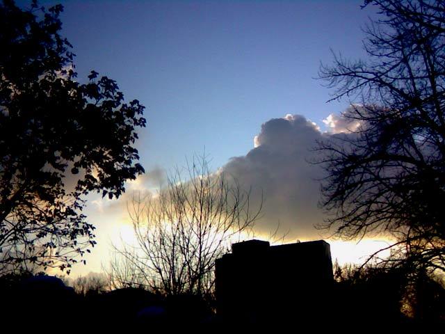 облака в городе
