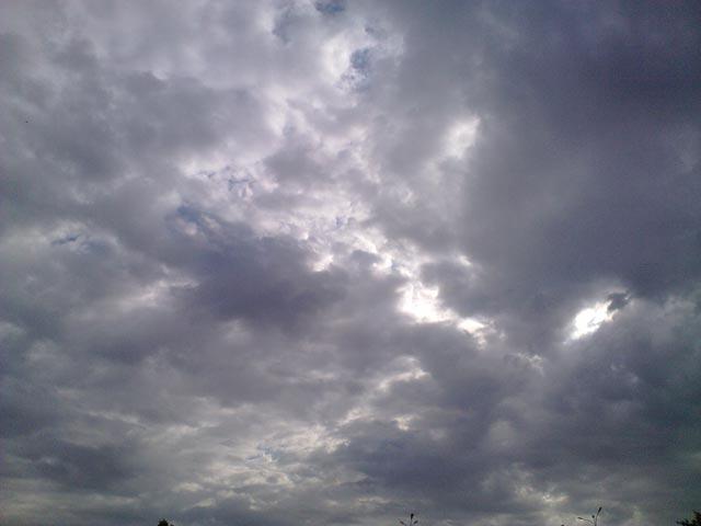 Облака возле университета