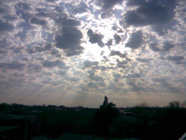 Лучи солнца к Земле
