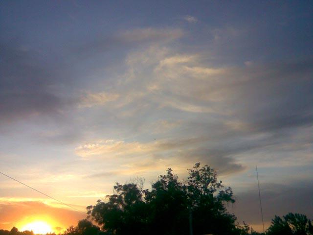 Яркое солнце в небе