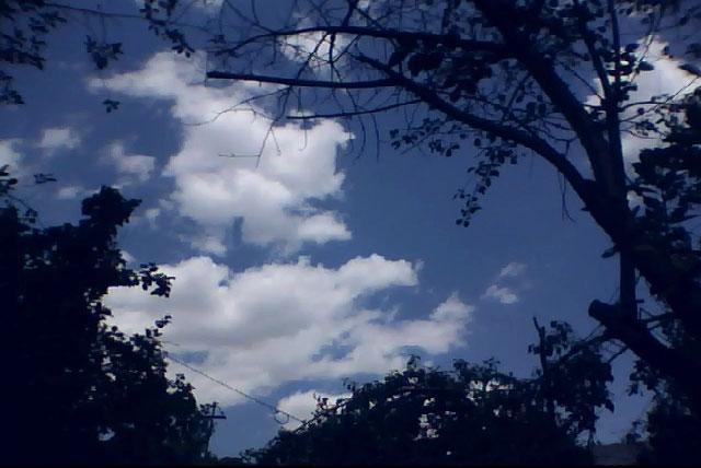 Вид на небо со двора