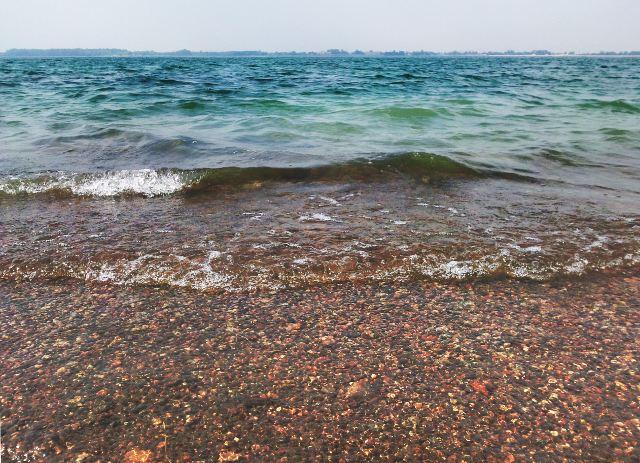 Берег и волны