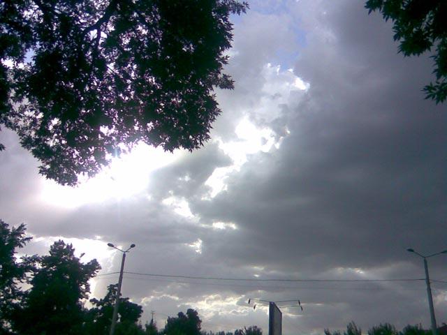 Огромные тучи на небе