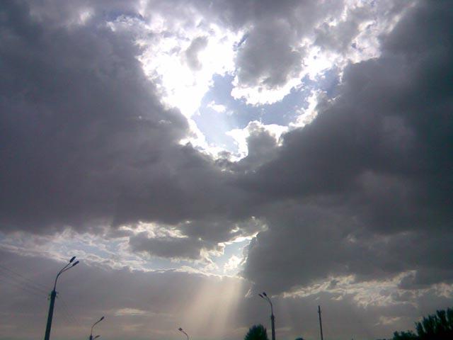 Луч солнца сквозь облака