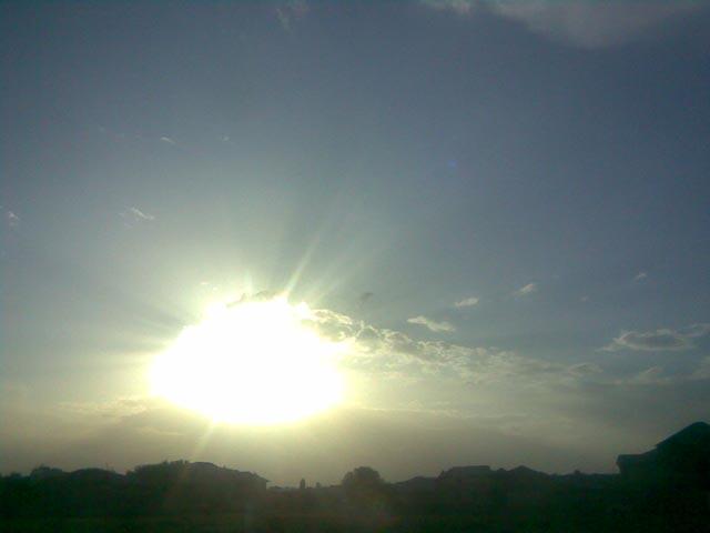 Яркая вспышка солнца