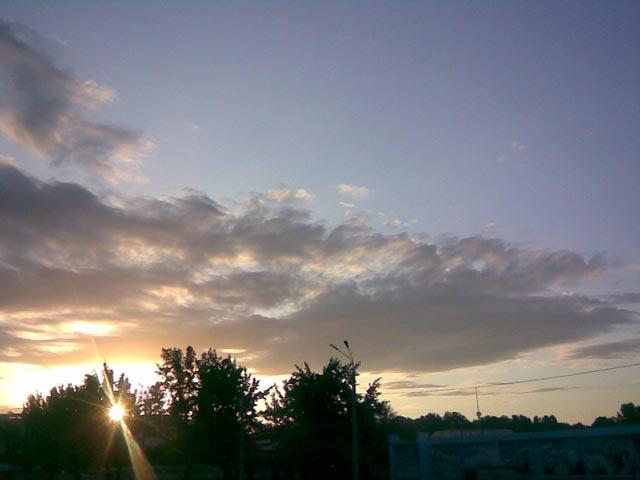 Небо возле метро