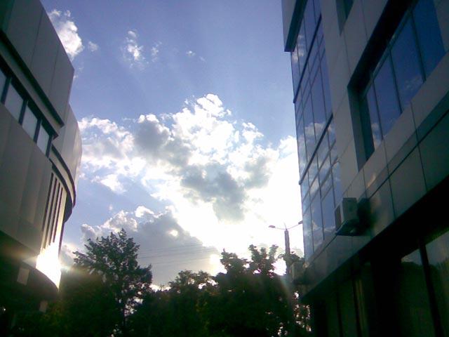 Небо и здания