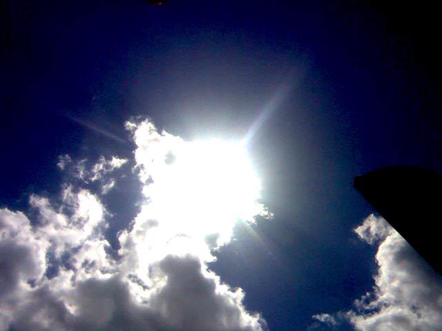 яркое солнце