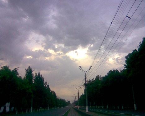 Сереневое небо и тучи