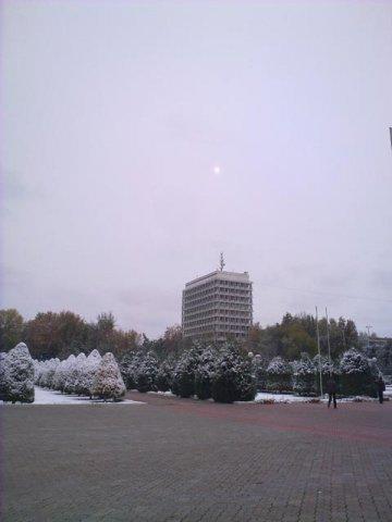солнце над зданием Университета