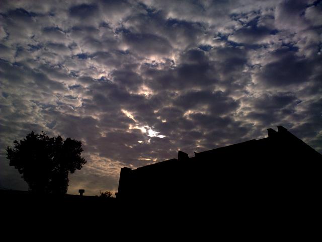 Контрастное небо и солнце