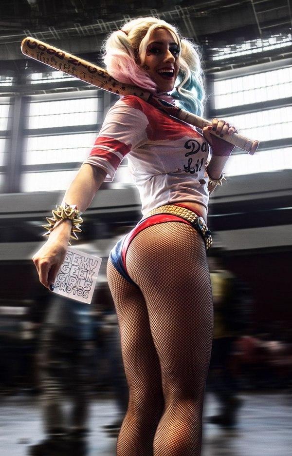Косплей  девушка в костюме Харли Куин